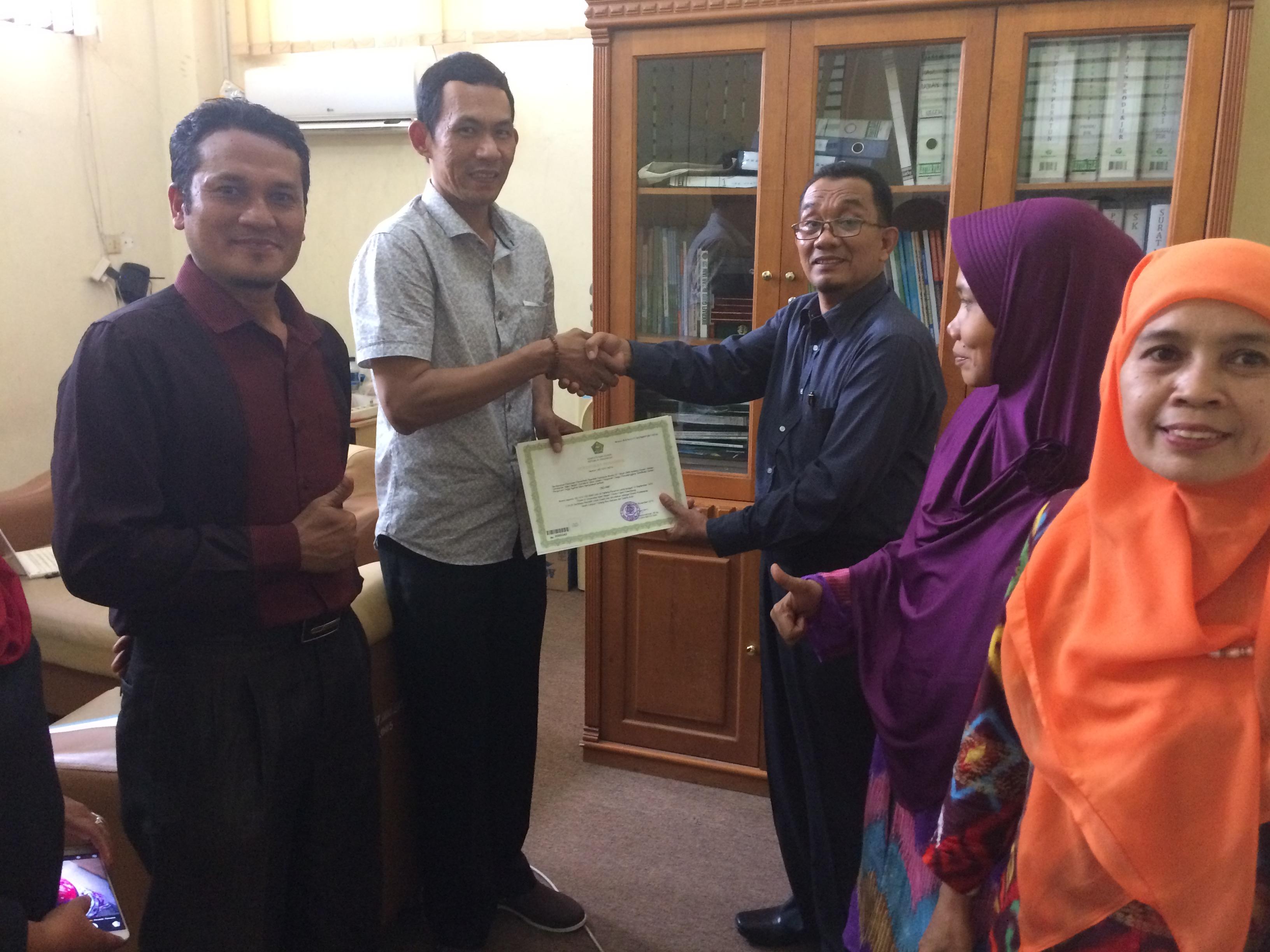 Serat Terima Penyerahan Sertifikat Sertifikasi Dosen UIN Palembang Kepada LPM UIN Palembang